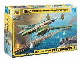 Zvezda  Soviet Dive Bomber Petlyakov PE-2  1:72