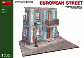 Miniart European Street  1:35